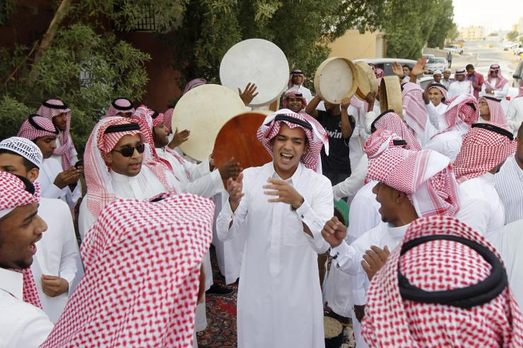 saudi-youth-dance-they-celebrate-eid-al-fitr-riyadh-2012