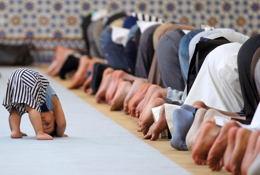 Young-Muslim-praying-after-the-adults